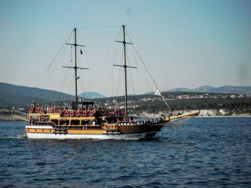 """Геленджик, прогулочно-развлекательное судно """"Глория"""""""