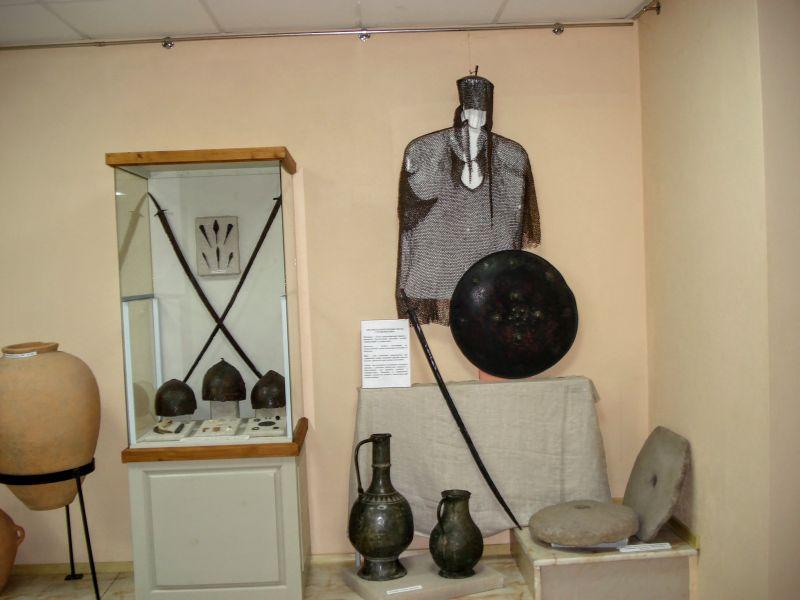 Оружие и доспехи адыгов. Геленджик, Краеведческий музей