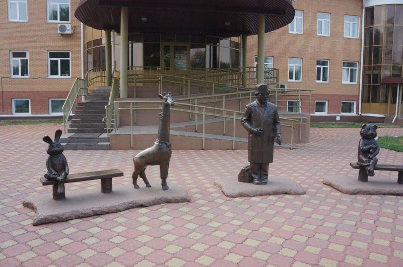 Скульптурная группа «Айболит со своими пациентами»