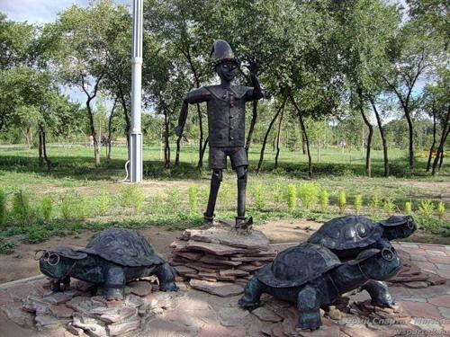 «Один Буратино и три черепахи»