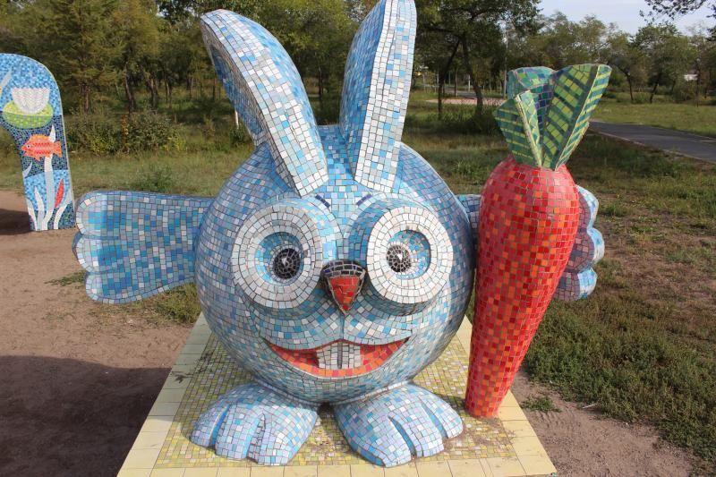 Скульптуры смешариков в Комсомольском парке Абакана